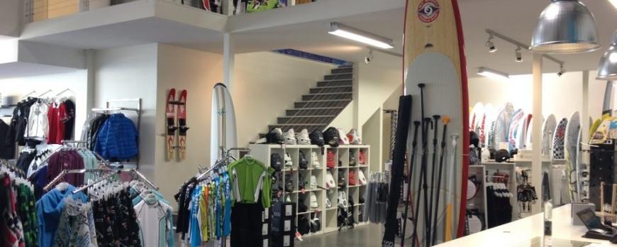 Fullsorterad butik för vattensport